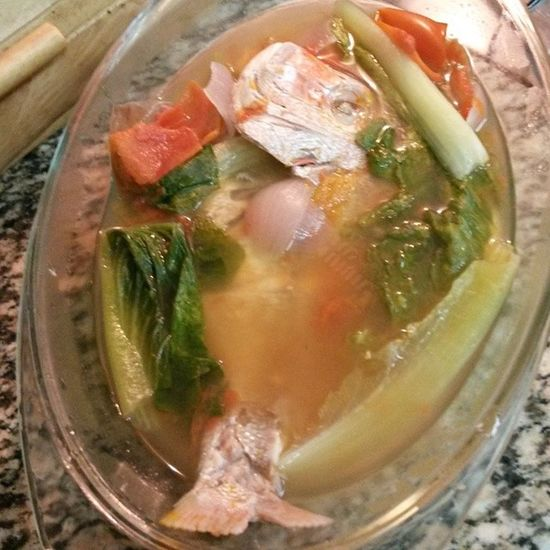 Ang aking Sinigang na dyesebel.. i used Lettuce instead of pechay... happy lunch... Soursoup Pinay aloyeatz