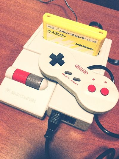 20年程前に買ったファミコンを発掘…😱💦 Nintendo Nintendolife Nintendo Family Computer Indoors  Videogames Table No People Close-up High Angle View Hello World Old Old Games Day Tadda Community