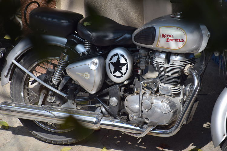 Royal Enfield....RE Royal Enfield Royal Enfield Bullet Nikon Photography NIKON D5300 Nikon Nikonphotography Photography No People Nikond5300 Day Bike Re
