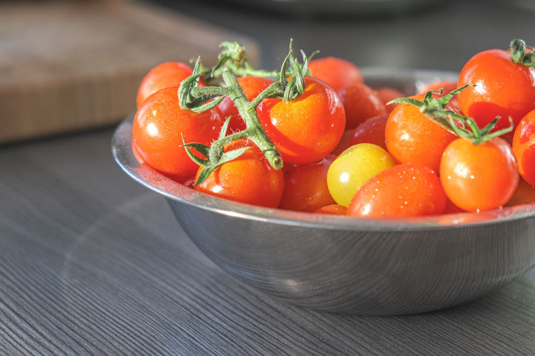 Close-up of tomatoes in bowl on table
