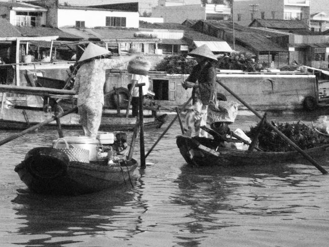 """Floating market"" I like taking pictures in lowlight but the problem of using an old point & shoot camera is that the pictures usually have a lot of digital noise. Black And White EyeEm Best Shots - Black + White Monochrome Blackandwhite Lowlight Mekong River at Can Tho , Vietnam Viet Nam RePicture Travel"