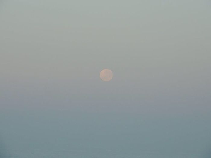Moon This Morning Full Moon Moon Moon Over The Ocean Moonset Moonlovers Beautiful Moon  Moon And Sea Moon Shots Moon_collection Moon_of_the_day Moon And Sky Pastel Sky In Front Of Me Reñaca Beach , Chile