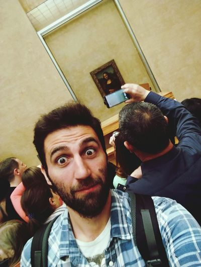 Selfie Photography Themes Beard Men Wireless Technology Togetherness Photographing Communication Young Men Young Adult Photo Messaging People Technology Indoors  Portrait Day Monnalisa Louvre Louvremuseum Monna Lisa Smile Out Of Place  Smartphone Smartphonephotography Smartphone Photography