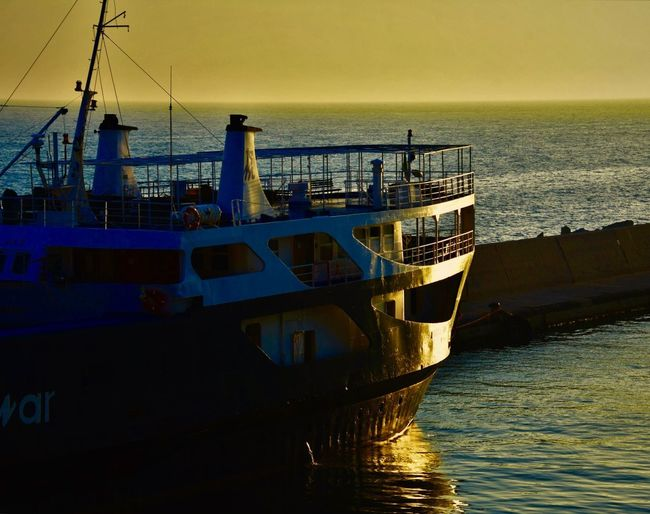 Sonnenaufgang im Hafen 🚢⚓️✨ Water Sea Sky Nautical Vessel Transportation Sunset My Best Photo Horizon Mode Of Transportation Moored No People Transportation Nature Ship Waterfront Horizon Over Water Outdoors Fishing Clear Sky Pier Business Fishing Industry