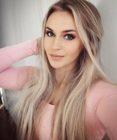Beautiful Woman Portrait One Person Beautiful People Hair Young Women Hanging Out Camera Taking Photos Enjoying Life Photography Smiling Long Hair Check This Out That's Me Selfie ✌ Cute :) Blondes!!! Women Of EyeEm Sweden ❤️ Hey  Beautiful People Make-up
