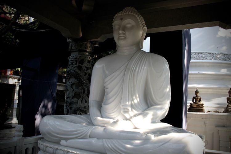 Seema Malaka Buddhism Budha Colombo Human Representation No People Place Of Worship Religion Sculpture Spirituality Sri Lanka Statue Statue Spirituality Belief Representation Place Of Worship Male Likeness