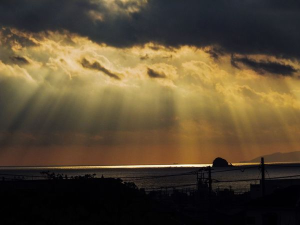 43 Golden Moments Hello World Skyscape Landscape Sky And Clouds Nature Photography Nature Sky_collection Crepuscular Rays Sea And Sky Japan Beauty In Nature Nature_collection 薄明光線 天使の梯子
