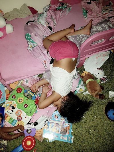 Taking Photos Sleeping Beauty Mylittleprincess My Daughter ♥ trusting her to take herself to bed