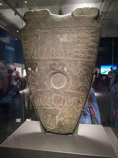 Paleta de Narmer (reproduccion) Antiguo Egipto Faraon Museum Historic Art Museum Exhibition