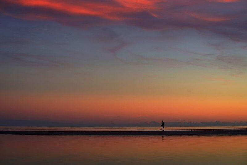 sunset. ocean. закат. океан силуэт Закат закат у моря небо краски природы красивый закат Sunset Sea Dramatic Sky Beach Beauty In Nature Sky Cloud - Sky Nature An Eye For Travel
