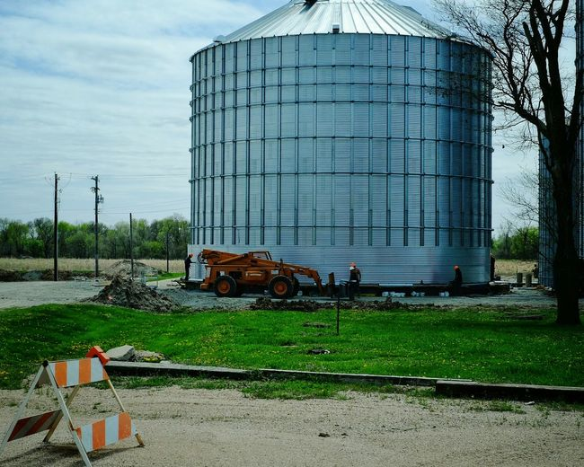 New silo. Maybe someday home? http://www.dwell.com/houses-we-love/article/you-wont-believe-cozy-home-inside-converted-grain-silo5 Taking Photos Silos Farm Life Rural America New Buildings Construction Site Grainy Check This Out Small Town Drive By Shooting