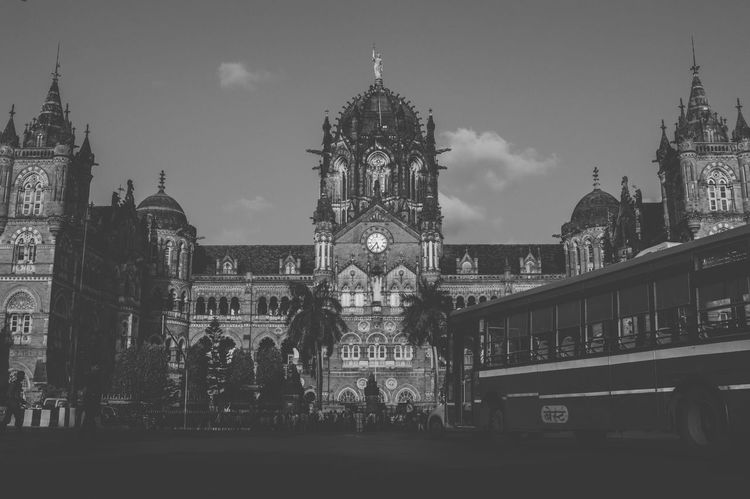 Travel EyeEm Best Shots EyeEm Selects EyeEm The Architect - 2018 EyeEm Awards ARCHITECT Visual Creativity Politics And Government City Clock Clock Tower Tree History Façade Cultures Sky Architecture Victorian Style Gothic Style Double-decker Bus Bus British Culture Tall - High Clock Face Clock Face Clock Face School Bus
