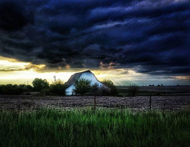 Country clouds before sunset ....Ks_pride Atchison Wow_america World_bnw Graveyard_dead Noplacelikehome Bestshotz_usa Fuckyeah Kansasnature Kansasmag Wow_hdr Countryshit Theresnoplacelikehome Smiledamnit