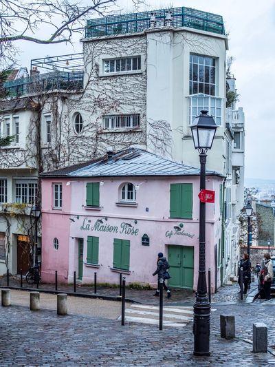 Montmartre, Paris Montmartre Paris, France  EyeEm Gallery EyeEm Best Shots Capture The Moment EyeEmBestPics I Love My City Cityscape The Changing City Winter City Architecture Outdoors Building Exterior