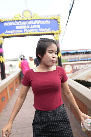 Standing One Person Casual Clothing Real People Leisure Activity Focus On Foreground Young Adult Lifestyles Front View Three Quarter Length Women Looking Young Women Waist Up Day Hair Adult Store Hairstyle Beautiful Woman
