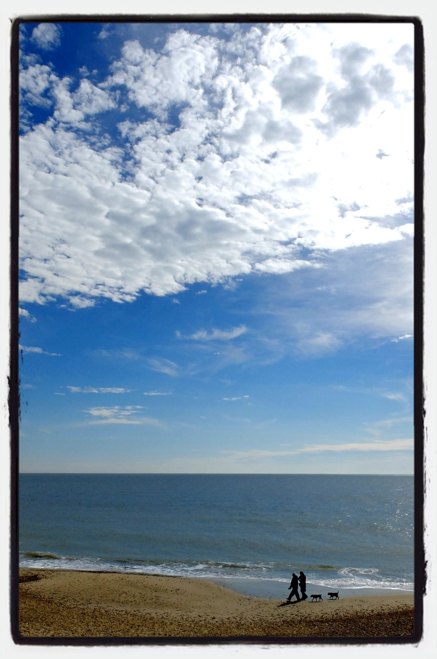 sea, beach, horizon over water, water, sky, shore, scenics, sand, cloud - sky, tranquil scene, beauty in nature, tranquility, transfer print, nature, leisure activity, cloud, cloudy, lifestyles, vacations