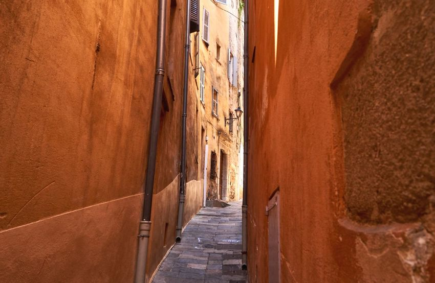 Trip to Grasse in last summer vacations Luizredam Wanderlust Vacations Architecture Built Structure No People Building Exterior Wall - Building Feature Day The Way Forward Narrow Footpath Entrance Sunlight Nature Brown Direction Alley Building Outdoors Travel City Old My Best Travel Photo