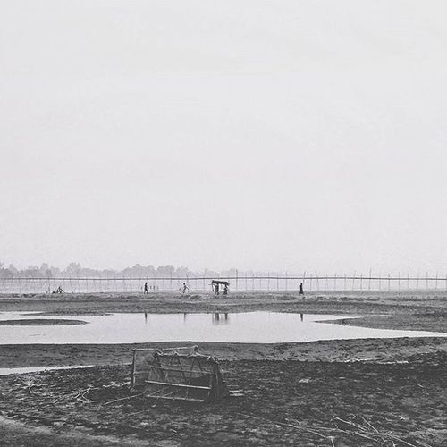 In the belly of Jamuna, this is how it is in winter. LGG4 Vscocam VSCO Vscohub Vscomania Naturalbangladesh Voicesofbangla Everydayasia Everydaybangladesh Photographersofbangladesh Bangladeshigram December Winter Polarr