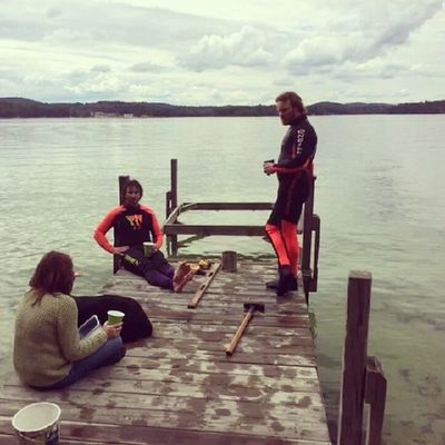 Beerbreak while putting in the dock. Freezing water 48F Islandlife Lakewinni nh