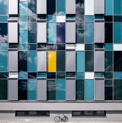 Mywhitebike Mywhitebike Fujix_berlin Ralfpollack_fotografie Minimalism Minimalist Photography  Architecture Built Structure Building Exterior No People Outdoors Bycicle Mode Of Transportation Glass - Material Multi Colored Reflection Geometric Shape Pattern Shape Full Frame Design Building Backgrounds Modern