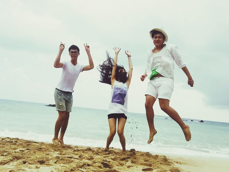 Jump Check This Out Funny Jumpshot Beach Taking Photos Happy Nuture Kenting  Happy People