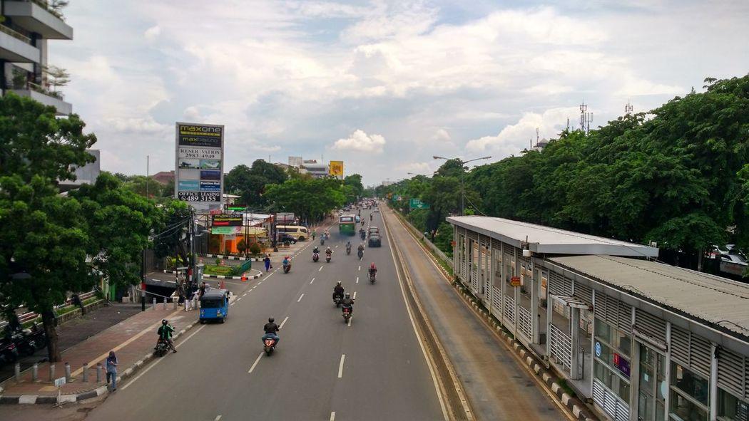 Universitas Negeri Jakarta Smart Phone Unj INDONESIA Photo Messaging Photos Taking Photos Mobile Photography Photography Themes Jakarta Street Mode Of Transport Shelter Streetphotography Street Photography City