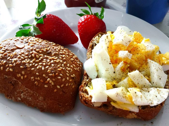 Yummy - this capture always makes me hungry when i look at it 😉 Ladyphotographerofthemonth Strawberry Bread Rolls Bread & Butter What's For Breakfast Two Halfs Breakfast Strawberries Bread Roll Egg EggSandwich Eier-brotbelag The Essence Of Summer Appetit Anregend Leckerschmecker Lecker Essen  Breakfast Time German Bread Appetitanregend Appetitlich Mouthwatering White Plate Strawberry Love Körnerbrot Food Stories