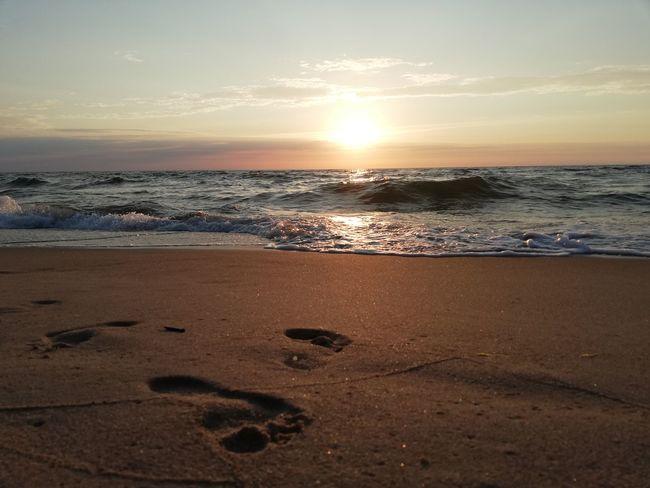Dąbki 2018 Sunshine Foot On The Sand Romantic Sky Seascape Low Tide