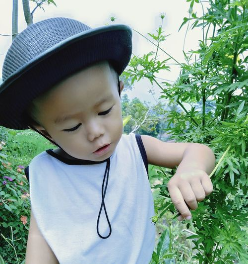 Tree Child Childhood Boys Happiness Sun Hat Smiling Cute Males  Innocence Babyhood One Baby Boy Only Flat Cap Driver - Golf Club Babies Only Baby Baby Clothing Cultivated Land Cap Toddler  Baby Carriage Farmland One Baby Girl Only Unknown Gender Pacifier Wearing Newborn 0-11 Months
