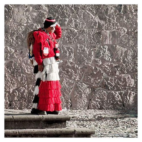 #Dancer in #traditional dress beside a #festival in #Peru. #Reise #Südamerika #Travel #Southamerica #abseitsreisen Festival Travel Dancer Peru Traditional Southamerica Reise Südamerika Abseitsreisen