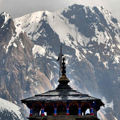 Hindustan_times view of Everest Mountains from Kedarnath temple