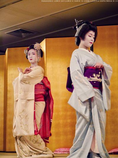 Capture The Moment Maiko Geiko : Gion In Kyoto Indoors  Yasaka Club, Gion kobu kaburenjyo. Women Portraits On Stage Photography Dancing Around The World Japan Photography Panasonic LUMIX GX1 + LUMIX G VARIO 14-45/F3.5-5.6 90mm handheld No crop. EyeEm filter Plus testing upload Traditional Clothing Kimono Young Adult Standing Portrait ふたり Kyoto Japan