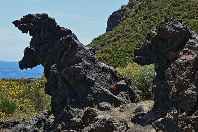 godzilla..... Eruzioni Idyllic Isole Eolie Remote Rock - Object Rock Formation Scenics Tranquility
