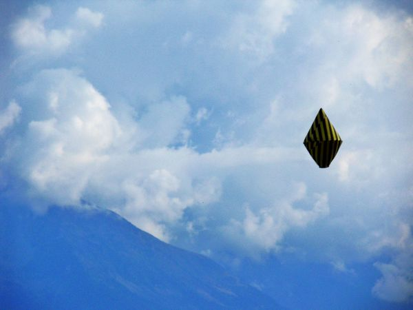 Adventure Challenge Ciel Cloud - Sky Day Flying Low Angle View Mid-air Montagne Nature No People Outdoors Sky