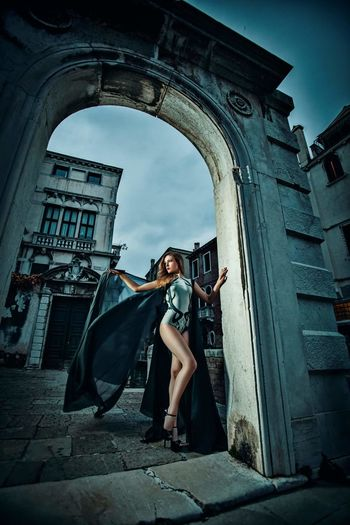 City Fashion Full Length One Woman Only Outdoors Day Human Face Beauty Glamour Fashion Females Magazine Fashion Model Elégance Dressed To Impress Dresses Well-dressed Desinger Model Life One Person Arhitecture Design Arhitecture Women Makeup Art