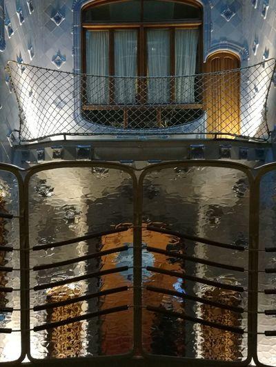 Casa Batllo. Gaudi Agua Barcelona, Spain Gaudì Architecture Work Humanity Meets Technology Water Car Wash Wet Window Puddle Flood Architecture Close-up