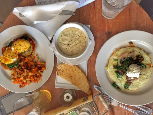 Brunch lovin. In Love Beautiful Showcase August August Summerdays  Color Explosion Healthy Lifestyle Adventure Buddies Share Your Adventure Healthyliving HubbyTime Beautiful Day The Foodie - 2015 EyeEm Awards My World Of Food Breakfast Brunch Around The World Brunch Sunlight Foodphotography Gluten Free Vegetarian Foodie Vegetables Organic