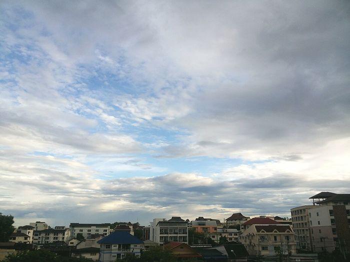 ถึงแดดจะจ้าเพียงไหน มีท้องฟ้าให้มอง ก็นับว่าโชคดีแล้ว I Like Sky Clouds And Sky Chiangmai Thailand Topview Chiangmai University