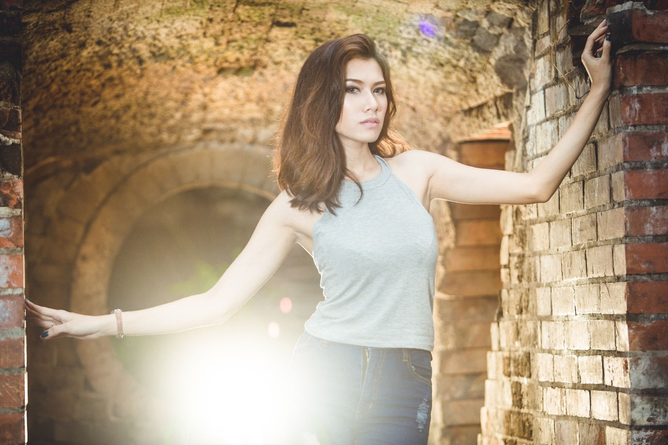 young adult, person, young women, looking at camera, portrait, lifestyles, casual clothing, front view, smiling, leisure activity, standing, three quarter length, architecture, built structure, long hair, wall - building feature