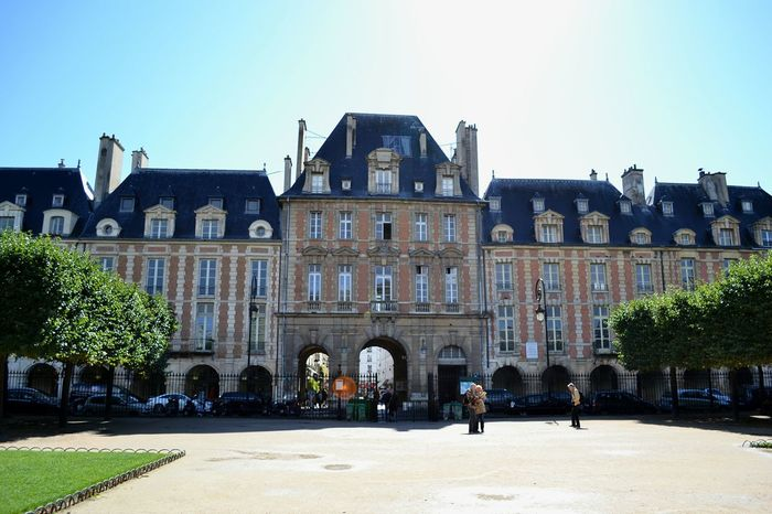 This is a beautiful building in Paris in the Marais district. Open Edit Architecture EyeEm Best Shots - Architecture Paris Brickwork  Le Marais France Architecture_collection Lens Flare Your Ticket To Europe