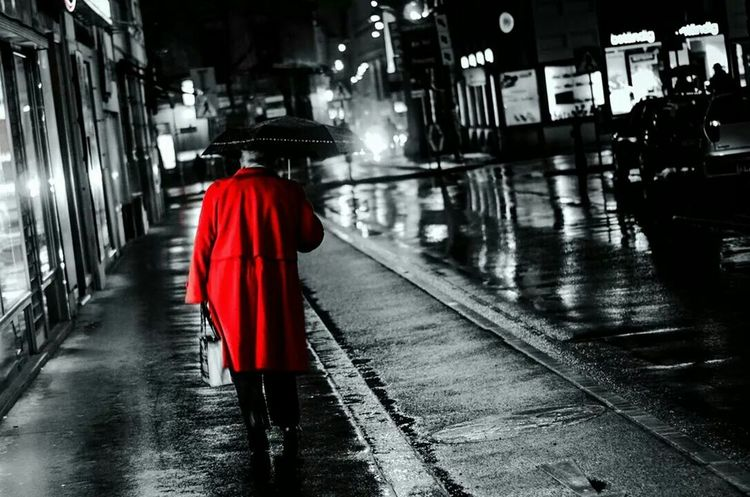 """walking in the rain"" Night Streetphoto_bw Rain Colorkey Eyeem Colorkey Vienna"