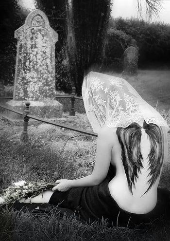 """Je ne veux pas mourir tout seule"" - ""I don't want to die alone"" | www.facebook.com/dividephotography | Grave Mourn Monochrome Widow"