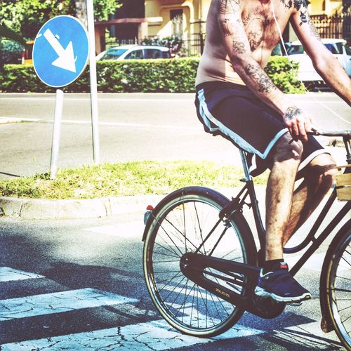 Tatoo Tatooedboys Bicycle Transportation Mode Of Transport Land Vehicle Cycling Day Street Outdoors Real People One Person Road Sign Road Low Section People