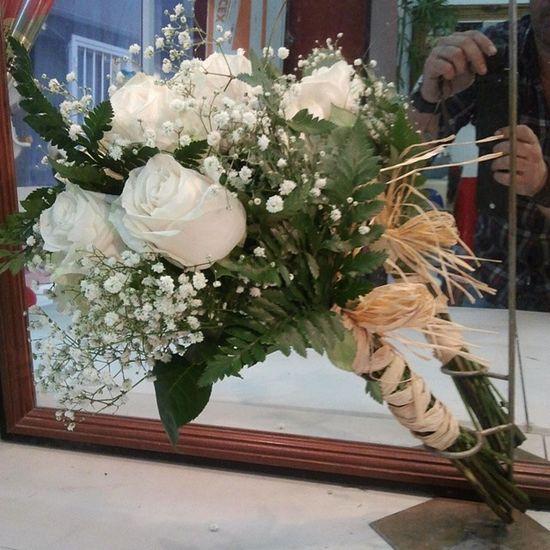 RamoDeNovia de la Floristeriaadomicilio www.graficflower.com, somos los Floristas mas exclusivos y originales , consultanos acerca de tu idea de tus Floresdeboda , estaremos encantados de atenderte sin compromiso para cualquier consulta acerca de tus Flores de Boda , visitanos en nuestra web Graficflower