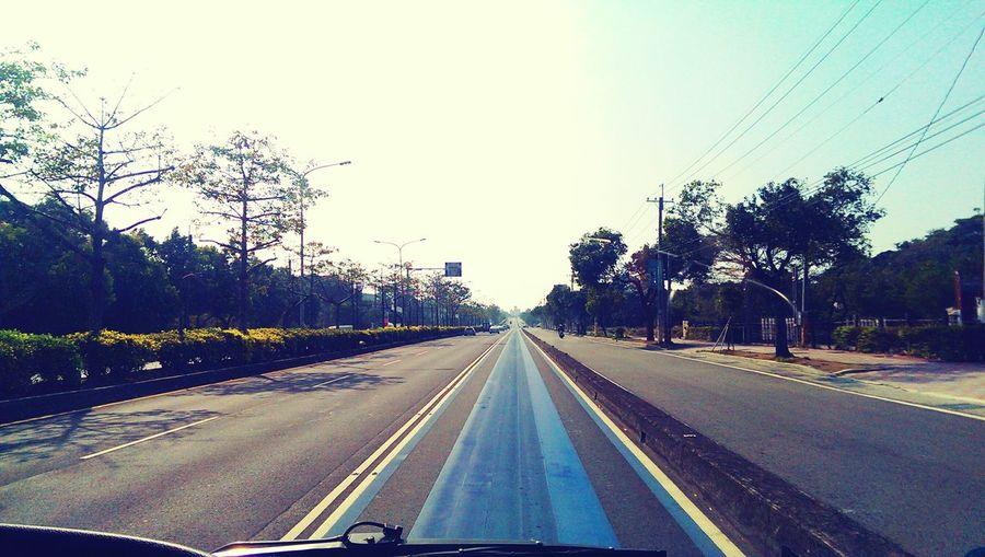 無意間站的好位置 Take A Shot Straight Road Blue Line BRT Streetphotography