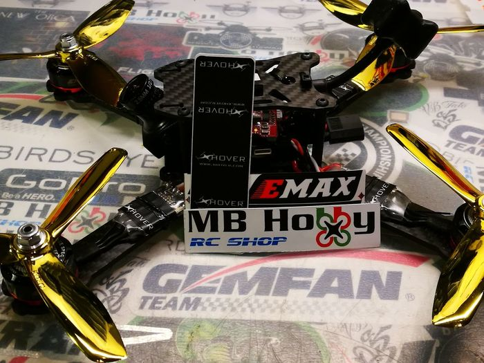 Wohoo ... the Xhover R5LX is ready with Emax 2205S 2300 2300 spinning some Gemfan's 5045x3 Ghost gold 😱😀 Big thanks to MBhobby and Gemfan for keeping me in the air 8D Check out my facebook and youtube ...just search Harley FPV Mbhobby Gemfan Miniquad Xhover Droneracing Fpv Harleyfpv Freestylechampion Newbuild Drones Quadcopter Archival Technology City Military No People Day First Eyeem Photo