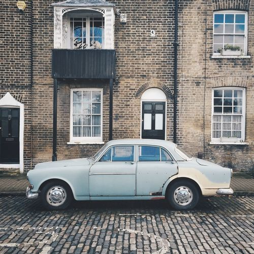 // Yesteryear 1.0 // City Of London Vintage Cars Classic Old Car Soloparking Volvocars Docklands London Beautiful