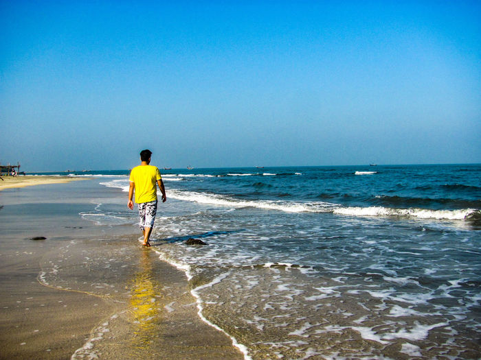 Walking alone Sea Beach Horizon Over Water Full Length One Person One Man Only Rear View Water Adults Only Only Men Adult Sand Sky Men Standing Vacations Wave People Real People Outdoors S8Photography My Smartphone Life The Street Photographer - 2017 EyeEm Awards The Great Outdoors - 2017 EyeEm Awards Tourist Destination Paint The Town Yellow Been There. Discover Berlin Done That. EyeEmNewHere The Week On EyeEm Lost In The Landscape