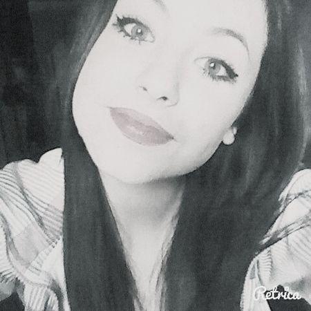 Hi! Hello World Beutiful  That's Me Sonrie ante todo y que nadie te hunda♡♡