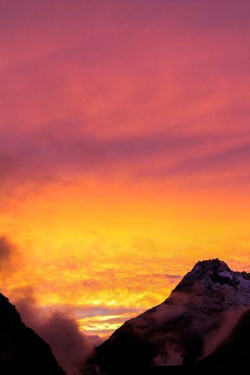 Couché de soleil en altitude (1720m) Village De Montagne Alpes Montagne Coucher De Soleil Printemps First Eyeem Photo
